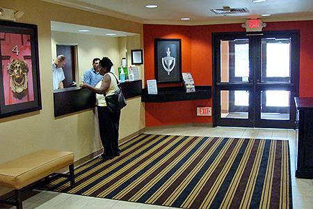 Vestíbulo y check-in de huéspedes